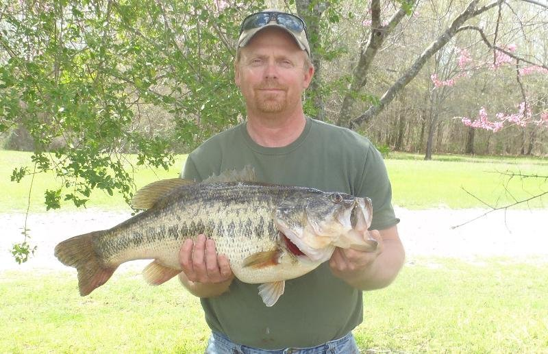 Angler lands new oklahoma state record largemouth bass for Kansas fish records